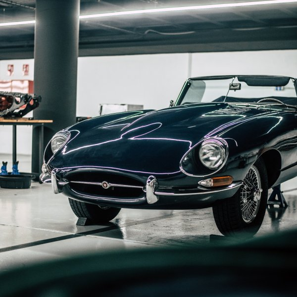 MG MGB Roadster y Jaguar E-Type
